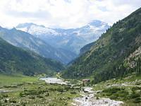 A wide view of the valley where the Alpenrosehutte sits.